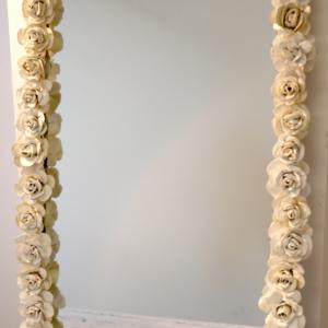 Espejo decorado blanco