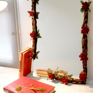 Espejo decorado rojo